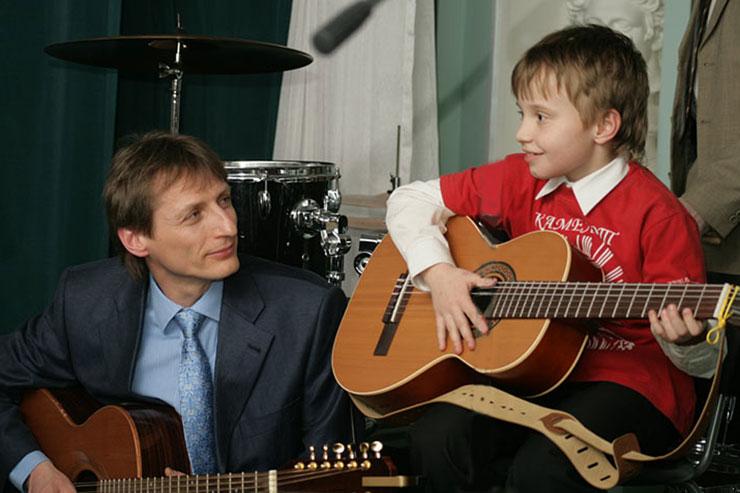 Курсы игры на гитаре в Москве