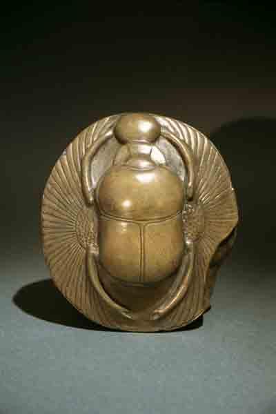 Всегда ношу каменного жучка, привезенного из Египта, в своей сумочке.